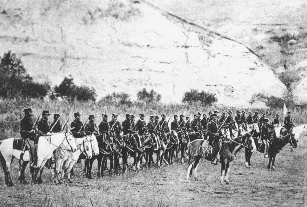 1896_mounted_dakota_sioux_indian_police.jpg