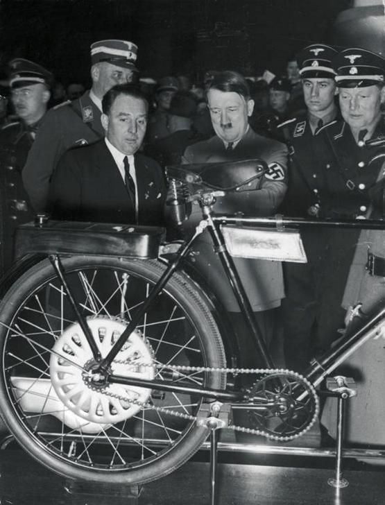 1937_fuhrer_az_internationale_automobil_ausstellungban_1937_berlin.jpeg