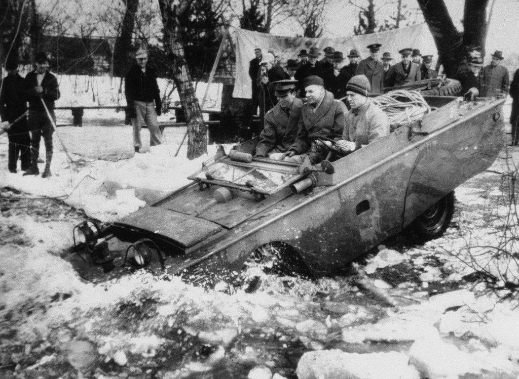 1943_testing_amphibian_jeeps_in_an_ice-clogged_stream.jpg