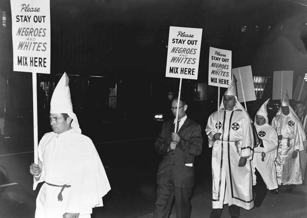 1964_kkk_members_carrying_placards_usa.jpg