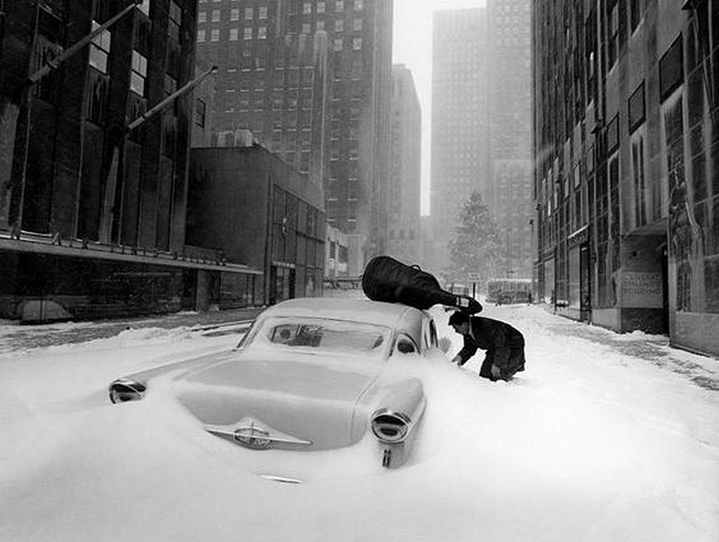1960_french_cellist_maurice_baquet_trying_to_open_his_snow_covered_car_new_york.jpg