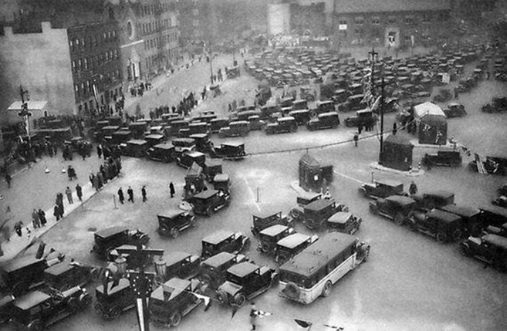 1927_the_opening_day_of_the_holland_tunnel_connecting_new_york_and_new_jersey_november_13.jpg