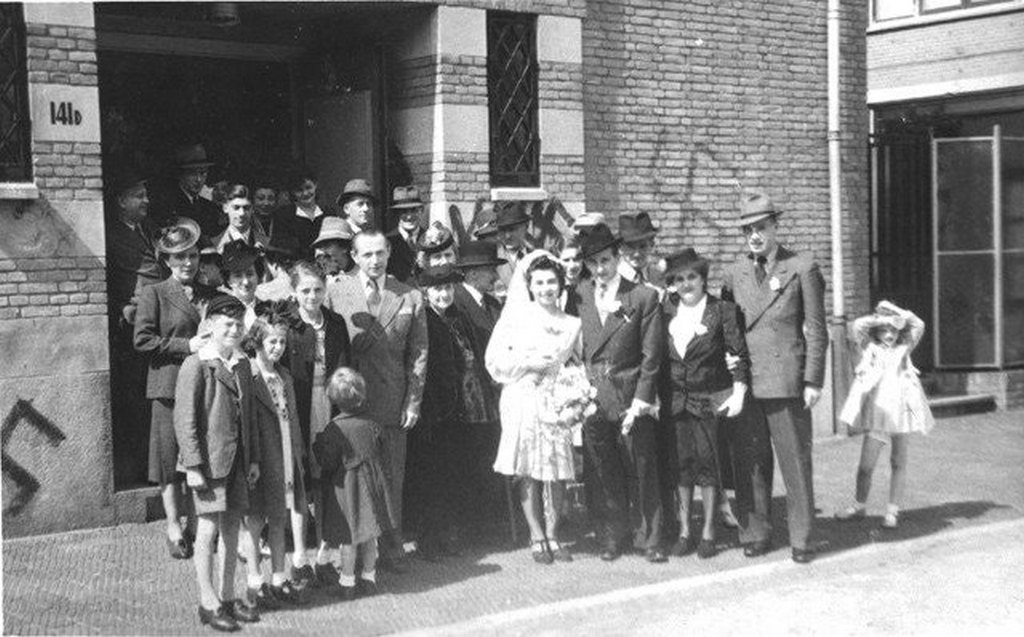 1942_the_last_wedding_in_a_synagogue_defaced_by_swastika_graffiti_the_hague_the_netherlands.jpg