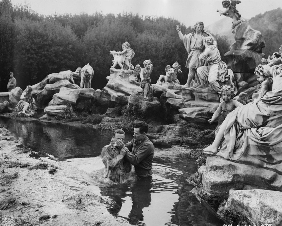 1945_an_army_chaplain_baptizes_a_soldier_in_the_ornate_fountain_at_caserta_royal_palace.jpg