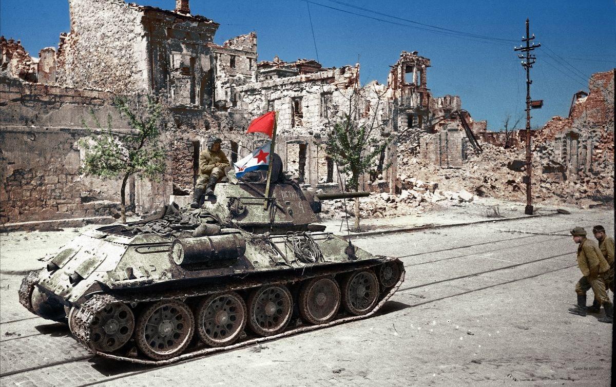 1944_majus_9_t-34_a_szevasztopoli_lenin_utcan.jpg