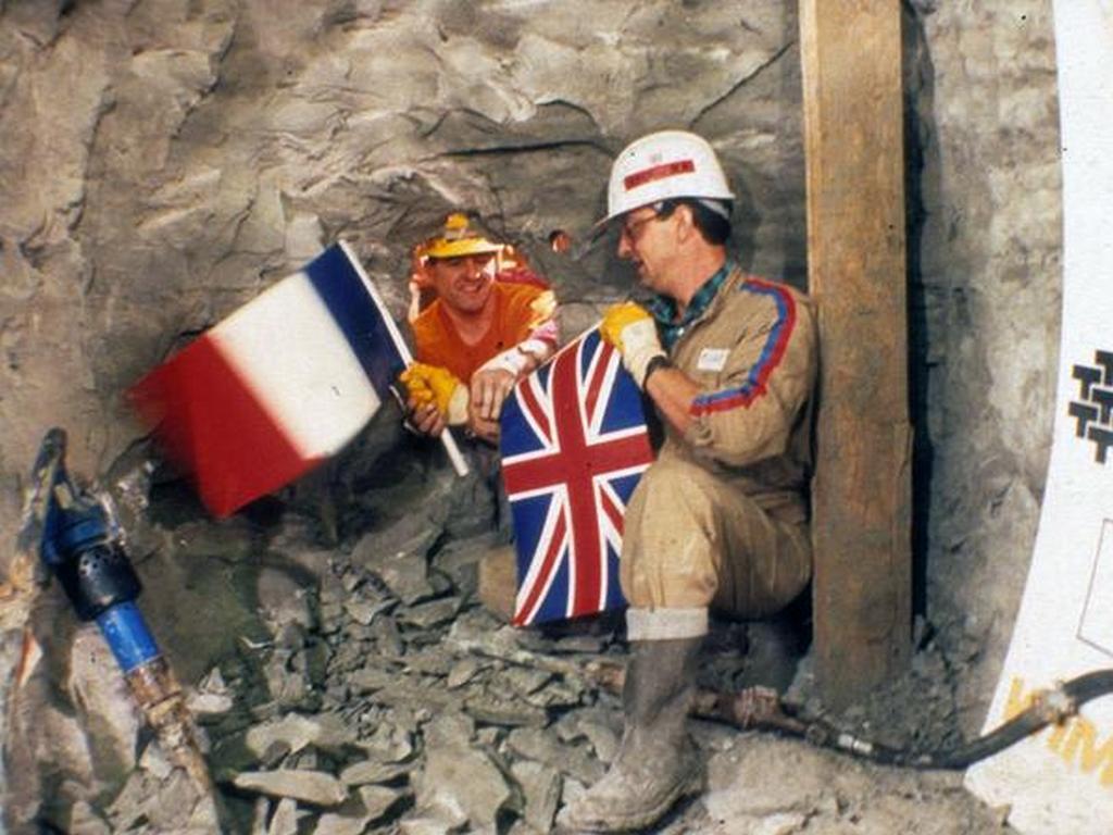 1989_brit-francia_talalkozo_a_csalagut_furasa_soran.jpg