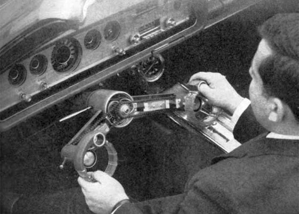 1965_az_innovativ_jarmuvezerlesi_rendszer_tesztelese_csuklocsavaros_ford_mercury_park_lane.jpeg