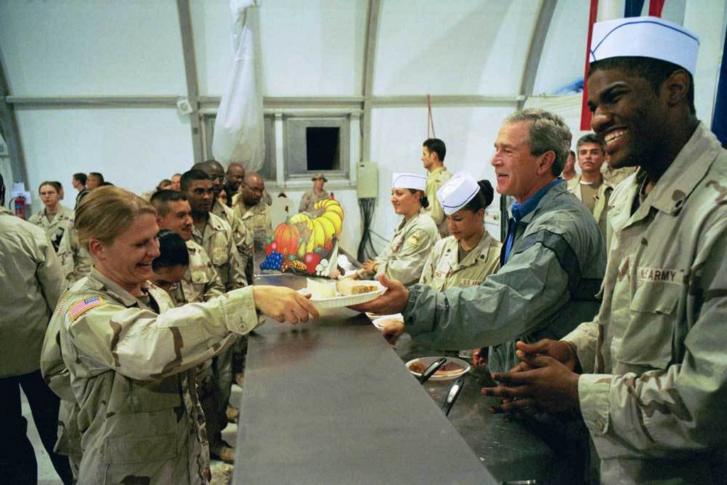 2003_bush_jr_serving_thanksgiving_dinner_in_baghdad.jpg