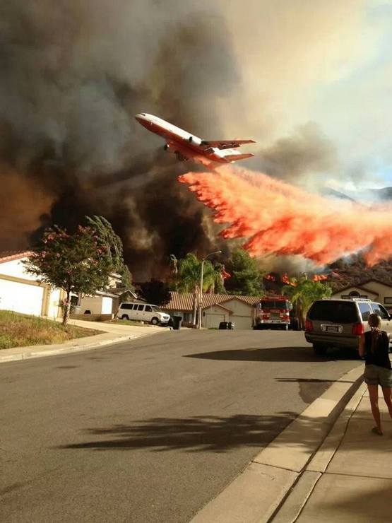 2013_dc-10_on_fire_duty_for_the_corona_fire_department_los_angeles_california.jpg