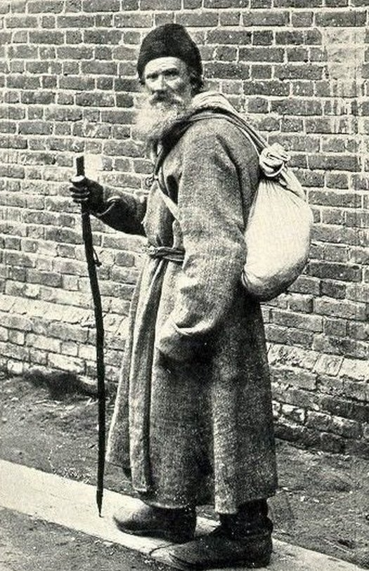 1886_tolstoy_on_the_road_from_moscow_to_yasnaya_polyana_cr.jpg