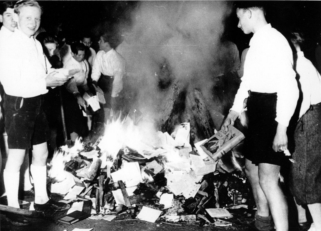 1938_aprilis_30_members_of_the_nazi_youth_participate_in_burning_of_books_in_salzburg_austria.jpg