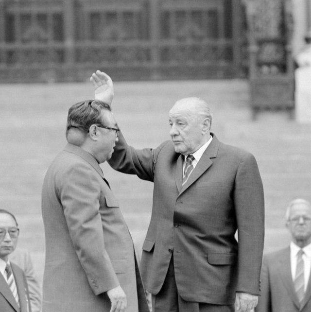 1984_rare_photo_of_kim_il-sung_s_baseball_sized_tumor_on_his_neck.jpg