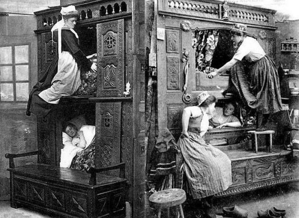 1870_korul_a_bedroom_for_maids_in_england.jpg