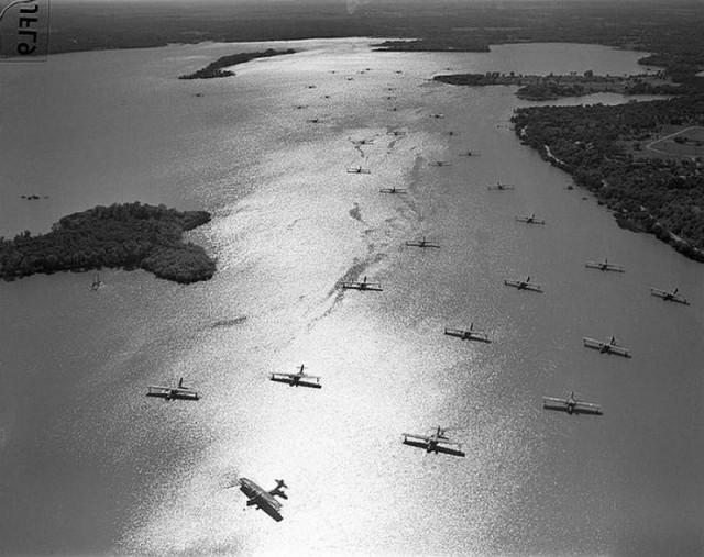 1940_nearly_30_pby_catalina_flying_boats_at_anchor.jpg