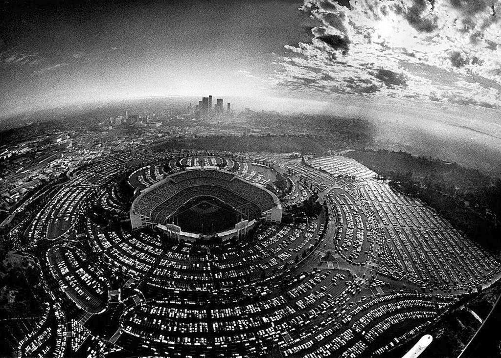 1977_cars_jam_the_parking_lots_of_dodger_stadium_for_the_first_game_of_the_national_league_championship_series_playoffs_between_the_dodgers_and_philadelphia.jpg