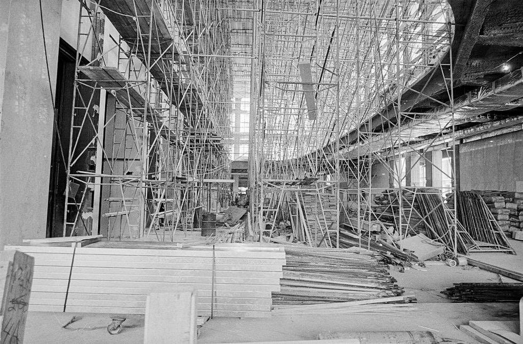 1971_construction_of_the_lobby_in_the_world_trade_center_new_york.jpg