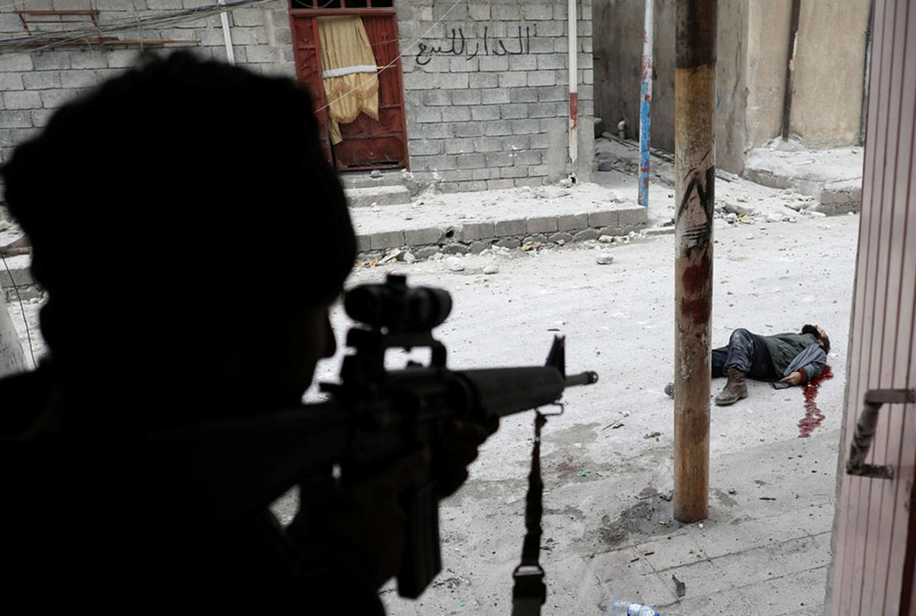 2017_03_03_iraqi_special_forces_soldier_shot_an_islamic_state_suicide_bomber_dead_in_mosul.jpg