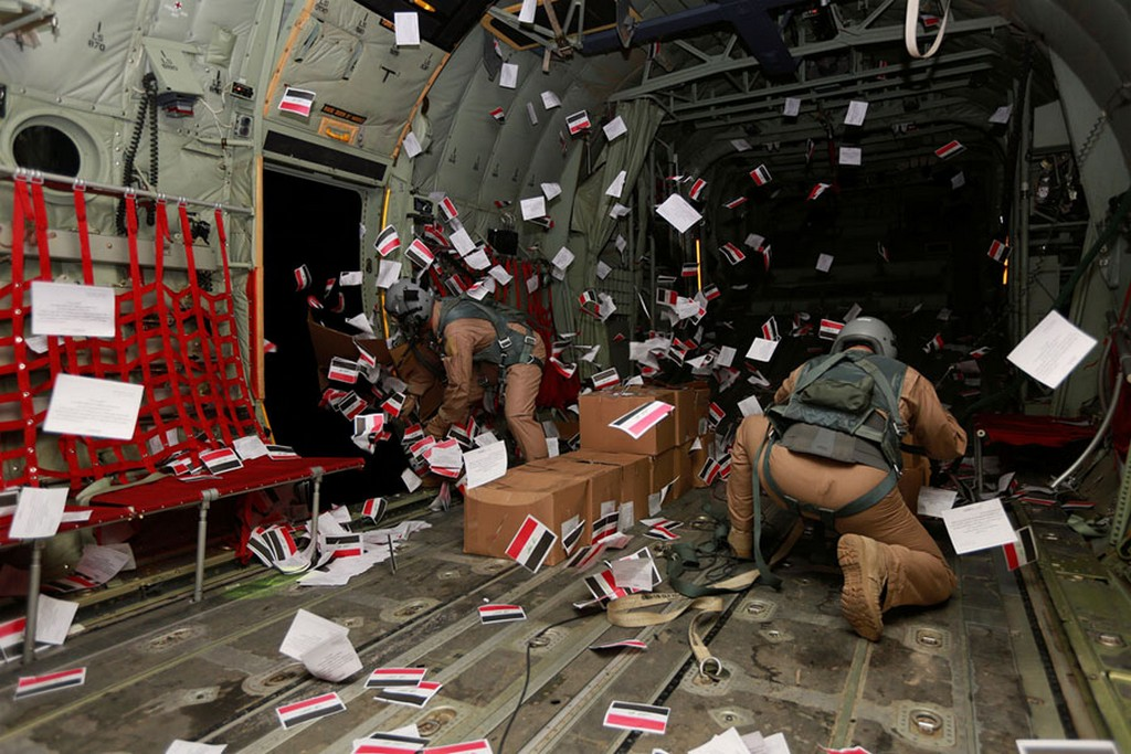 2017_06_18_iraqi_army_personnel_drop_leaflets_from_an_aircraft_flying_over_the_old_city_of_mosul_iraq.jpg