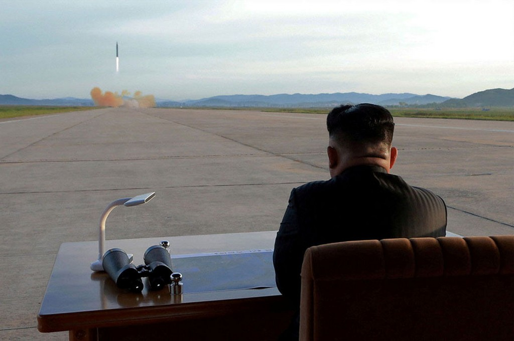 2017_08_29_north_korean_leader_kim_jong_un_watches_the_launch_of_a_hwasong-12_missile.jpg