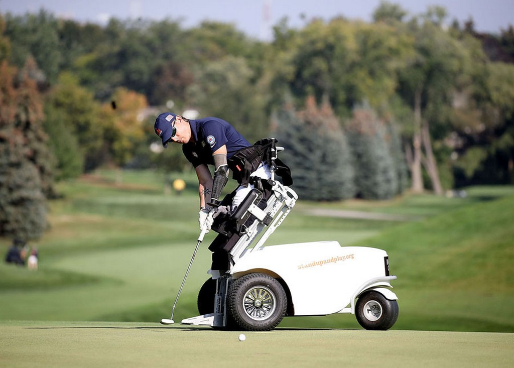 2017_09_26_marine_corps_veteran_sergeant_michael_nicholson_makes_a_putt_during_the_invictus_games_2017_at_st_george_s_golf_and_country_club_on_september_26_2017_in_toronto_canada.jpg