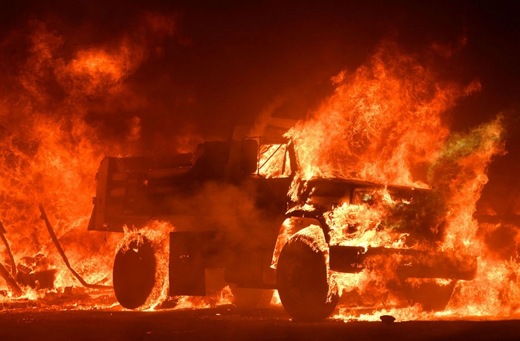 2017_10_09_a_truck_burns_as_fire_ravages_the_napa_wine_region_on_october_9.jpg