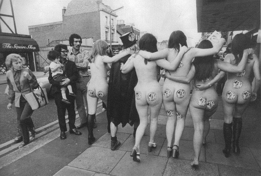 1972_english_musician-politician_screaming_lord_sutch_was_arrested_for_insulting_behavior_on_july_29_1972_in_london_for_jumping_from_a_bus_with_5_nude_women.jpg