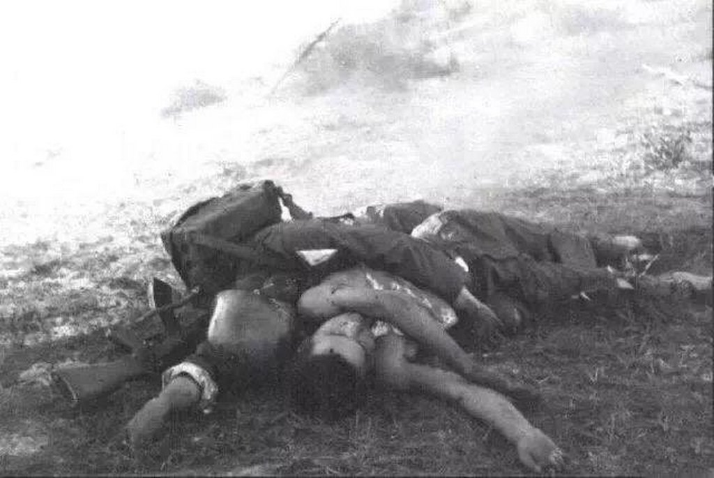 1979_chinese_soldier_killed_in_action_while_trying_to_save_his_comrade_during_the_sino-vietnamese_war.jpg