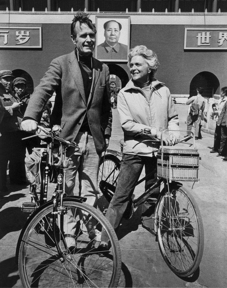 1974_barbara-george-bush-in_china.jpg