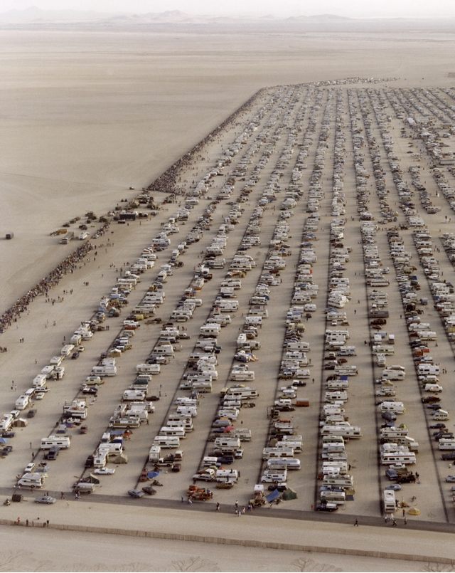 1982_parking_lot_and_public_viewing_area_on_the_rogers_dry_lakebed_to_watch_the_landing_of_the_space_shuttle_columbia_on_mission_sts-4.jpg