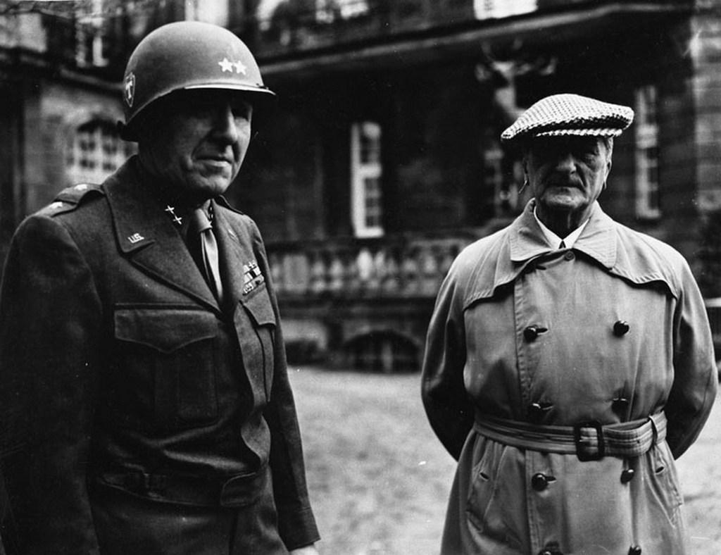 1945_john_dalquist_amerikai_foparancsnok_es_horthy_miklos_volt_magyar_kormanyzo_fogsagban_munchenben.jpg