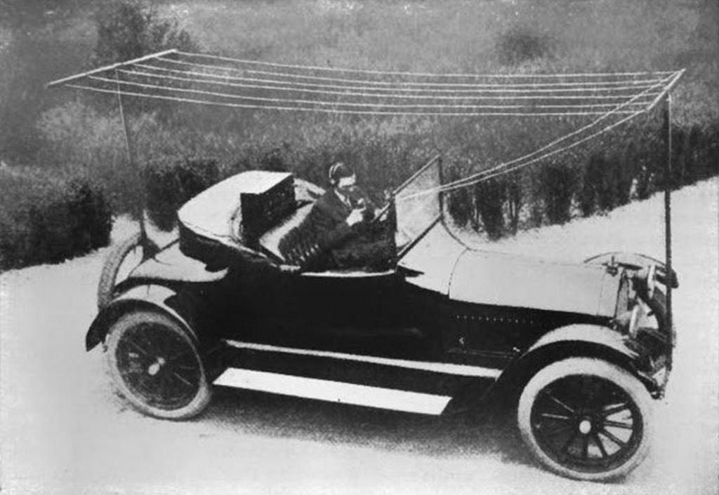 1919_az_elso_radio_az_autoban_usa.jpeg