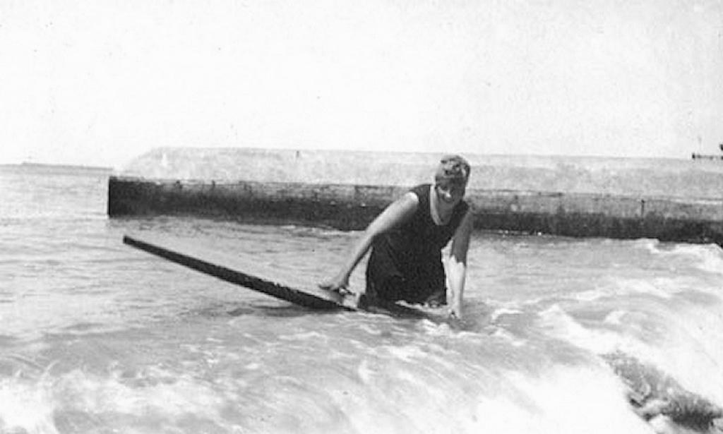 1922_agatha_christie_waikiki_hawaii.jpeg