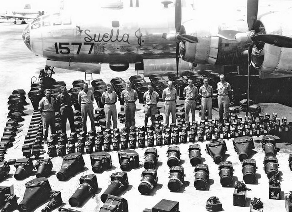 1946_photographers_and_camera_equipment_lined_up_in_preparation_for_a_nuclear_test_at_bikini_atoll.jpg