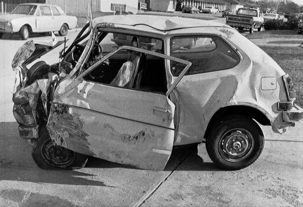 1974_karen_silkwood_meggyilkolasat_autobalesetnek_alcaztak_megprobalta_felhivni_a_figyelmet_a_plutoniumszivargas_figyelmen_kivul_hagyasara_a_kerr-mcgee_atomeromuben_ahol_dolgozott.jpeg