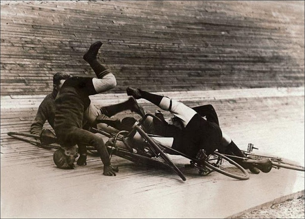 vintage_wtf_accidents_that_s_unexplainable_14.jpg
