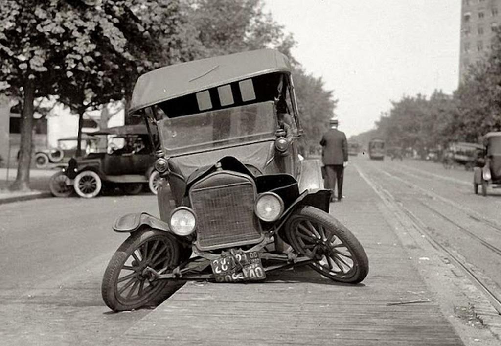 vintage_wtf_accidents_that_s_unexplainable_7.jpg