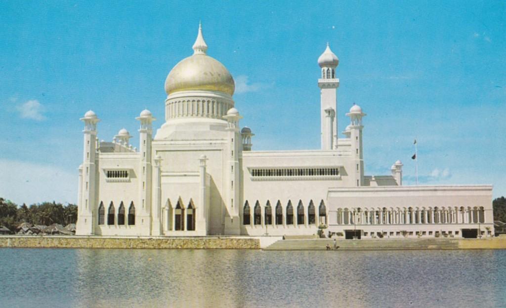 22_masjid_omar_ali_saifuddin_mosque.jpg