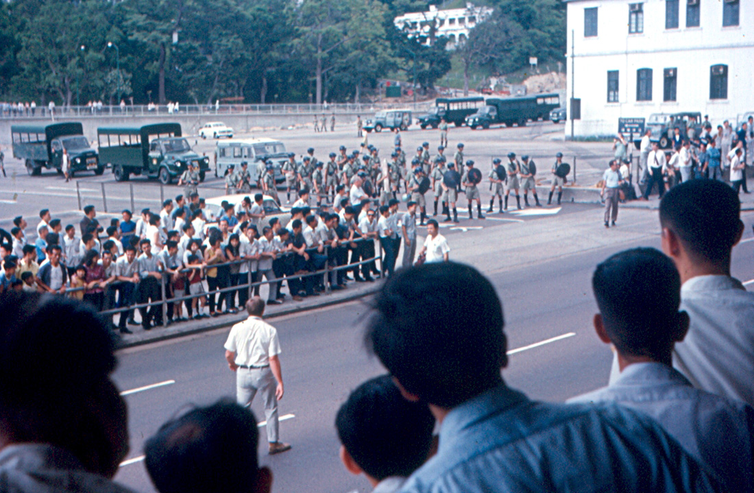 1967_hong_kong_riots-communists_and_police.jpg