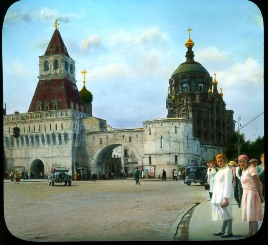 A Vlagyimir-kapu a Lubjanka téren, lebontva 1934-ben