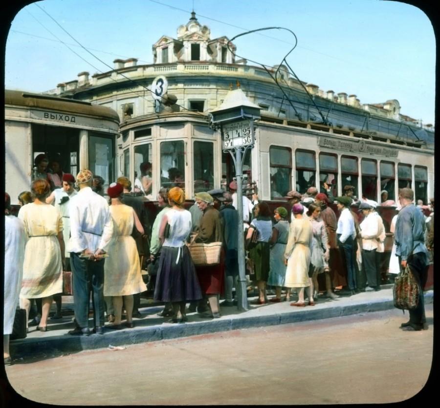 Villamosmegálló a Moiszejevszkaja téren