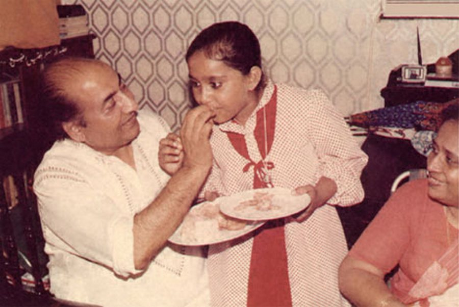 mohd-rafi-with-his-grand-daughter-and-wife-bilquis.jpg