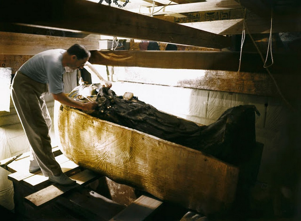discovering_tutankhamun_in_color_2811_29.jpg