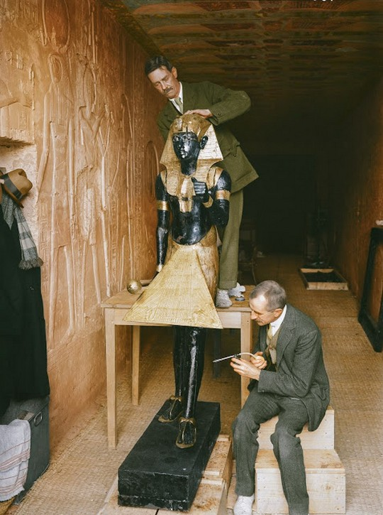 discovering_tutankhamun_in_color_2818_29.jpg