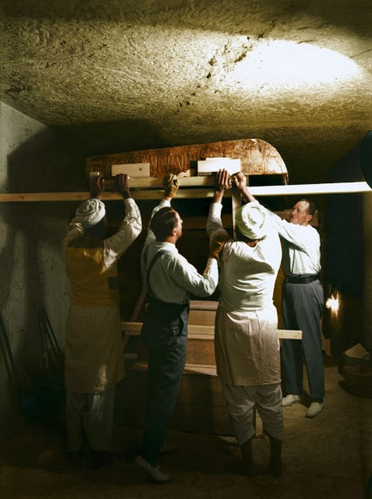 discovering_tutankhamun_in_color_2820_29.jpg