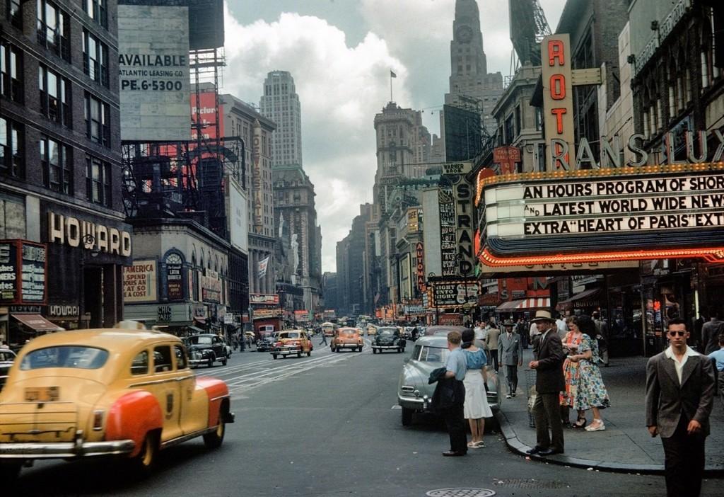 1949_the_trans-lux_theater_on_broadway_in_times_square_ny.jpg