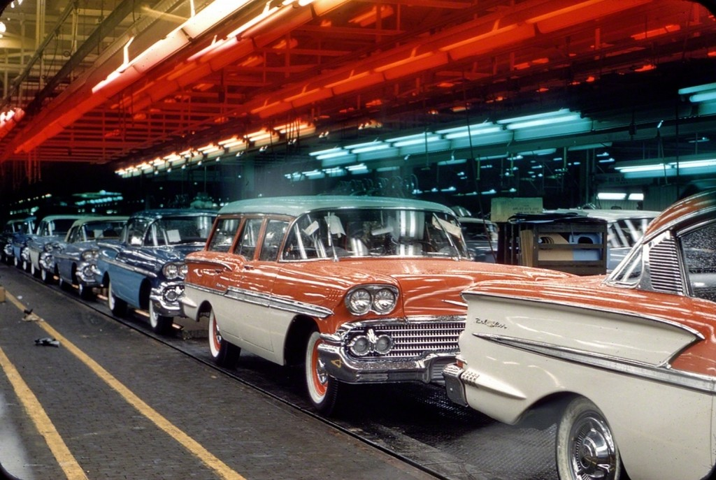 1957_assembly_line_with_1958_chevrolets.jpg