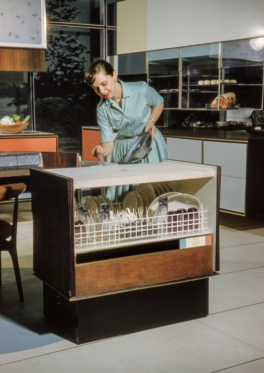 1959_anne_anderson_demonstrating_rca-whirlpool_future_dishwasher_at_the_american_national_exhibition_in_moscow.jpg