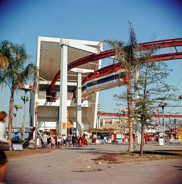 1965_monorail_station_new_york_world_s_fair.jpg