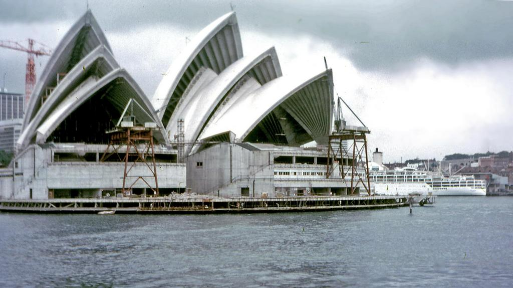 sydney_opera_house_construction_1968.jpg