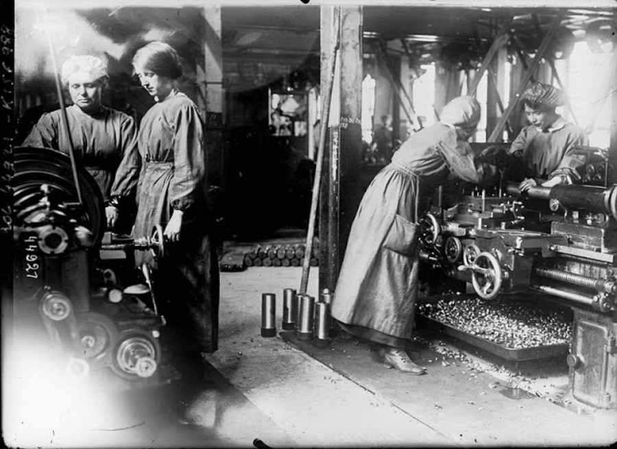 working_women_in_the_first_world_war_03.jpg